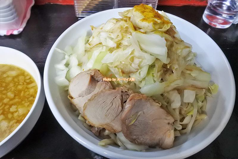 カレーつけ麺の野菜ちょいマシ。個人的に「ドカ盛マッチョ」でおいしく食べるなら、野菜はちょいマシがベストです。