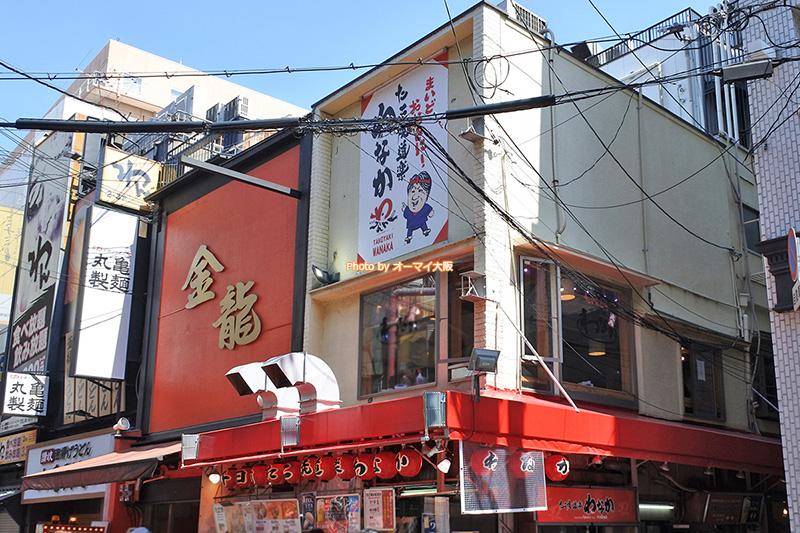 大阪が誇るたこ焼きの名店「わなか 千日前本店」の外観です。イートインスペースが増えました。