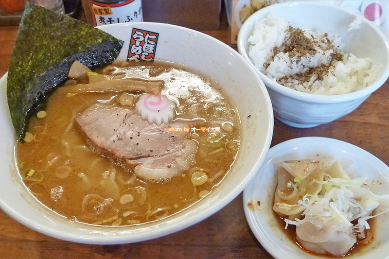 はじめて食べる「玉五郎」の「煮干しラーメンと水餃子とライスのセット」です。