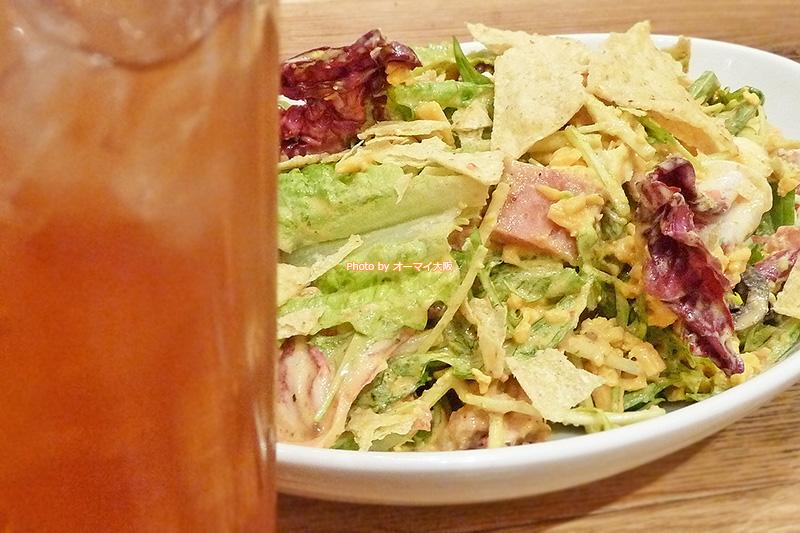 ランチにサラダを食べると、めちゃめちゃヘルシーな気分になれます。