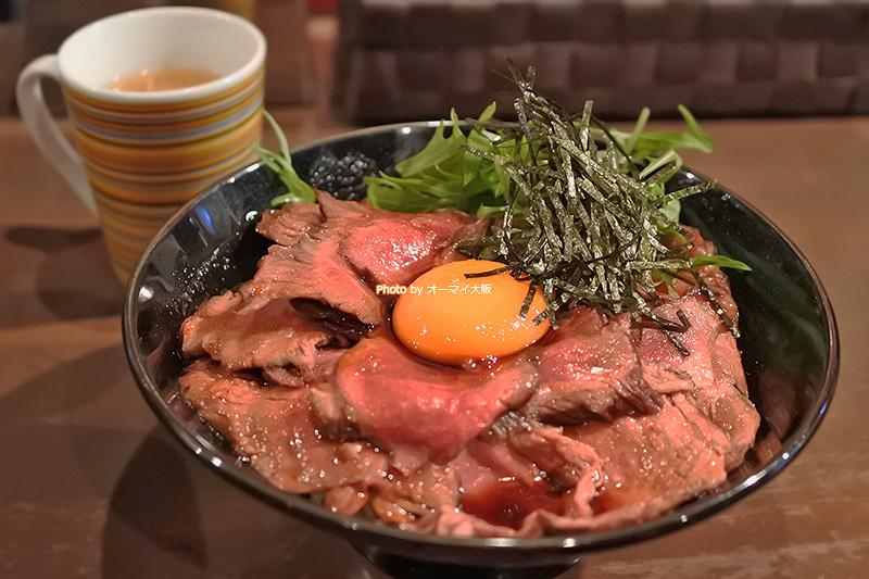 人気店「キャメルダイナー」が誇る「ローストビーフ丼」です。