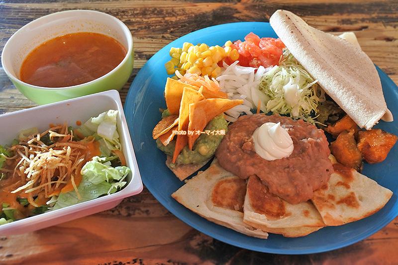 とてもヘルシーな「エルパンチョ」のメキシカンランチ。店内は広く、ゆっくりとメキシコ料理を味わうことができます。