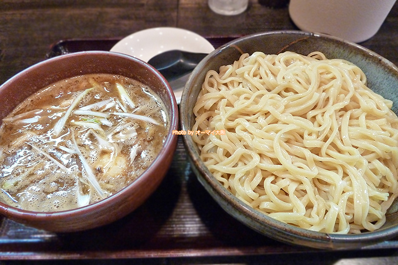 人気のラーメン店「麺屋 彩々」で話題の味噌つけ麺を注文しました。