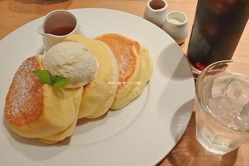 はじめての「幸せのパンケーキ 本町店」でパンケーキとアイスコーヒーのセットをお願いしました。