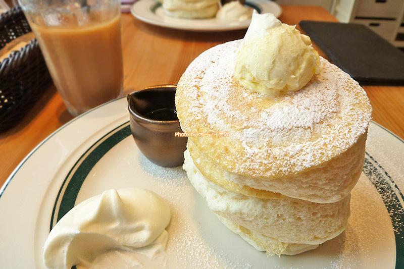 限定20色のプレミアムパンケーキが人気の「gram(グラム)」。女性のお客さんが多かったです。