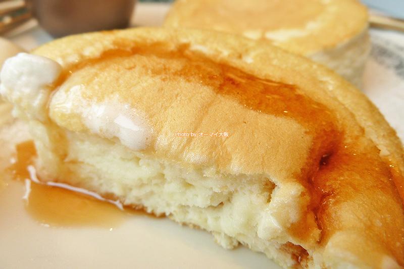 プレミアムパンケーキをメイプルシロップでいただきます。