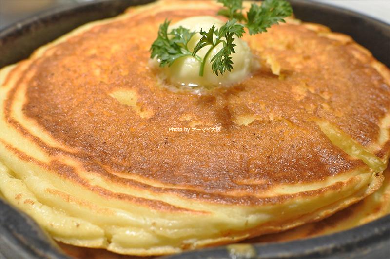 シンプルな味わいを楽しめる「発酵バターの窯出しフレンチパンケーキ」。大阪で食べたパンケーキの中で大好きな部類に入ります。