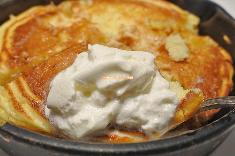 北海道産の純生クリームは「窯出しフレンチパンケーキ」に優しい甘味をプラスしてくれます。