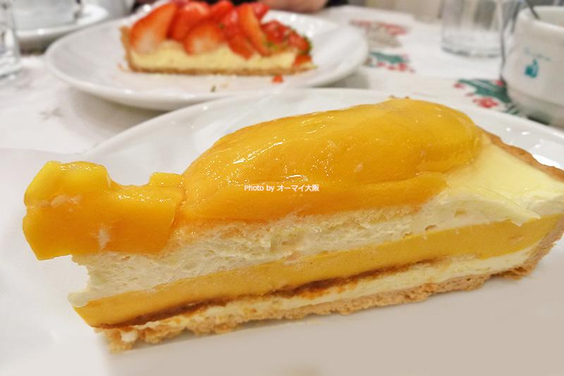 行列ができるタルト専門店「キルフェボン グランフロント大阪店」。大好きなマンゴーのタルトをいただきます。