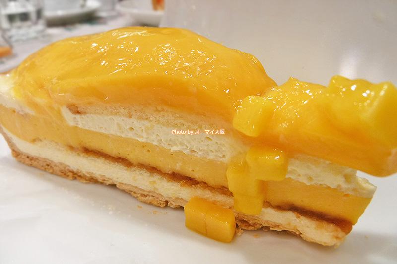 マンゴーがたっぷりと入っている「キルフェボン グランフロント大阪店」のマンゴープリンのタルトです。