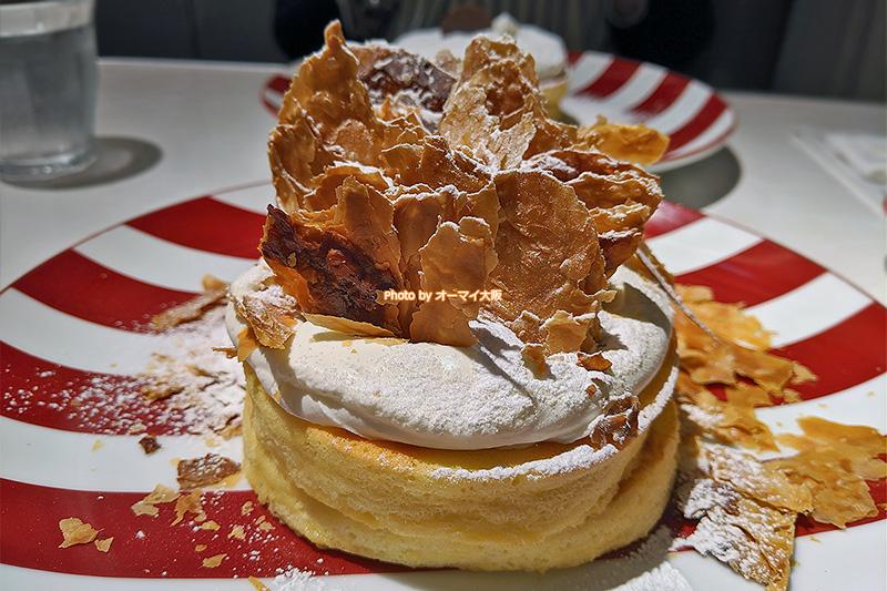 カフェ「ラポーズ ルクア大阪店」のメニュー。パンケーキとドリンクをセットで注文すると割引になるサービスがあります。