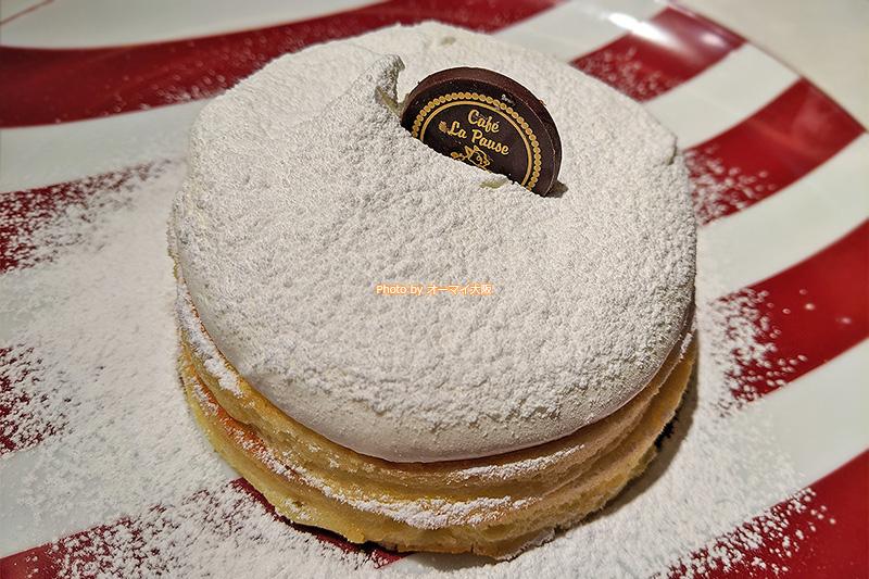 カフェ「ラポーズ ルクア大阪店」のプレーンフレンチパンケーキは、甘すぎず、くどすぎず、しっかりとスイーツなパンケーキです。