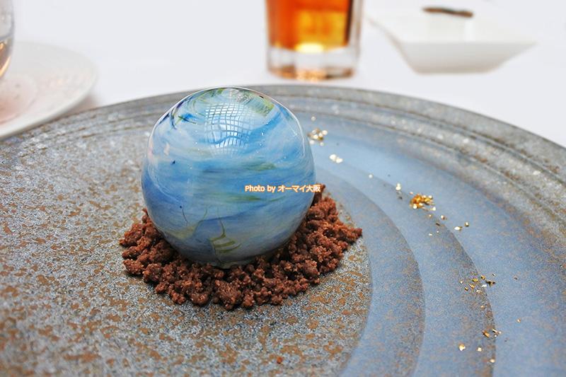 地球の形をした「惑星アートショコラ」です。