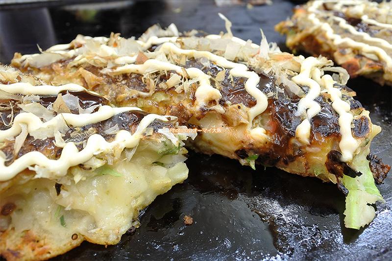 チーズ入りの絶品お好み焼きを味わえる「千代」。お好み焼きだけで食べても、ライスと一緒に食べてもおいしいです。