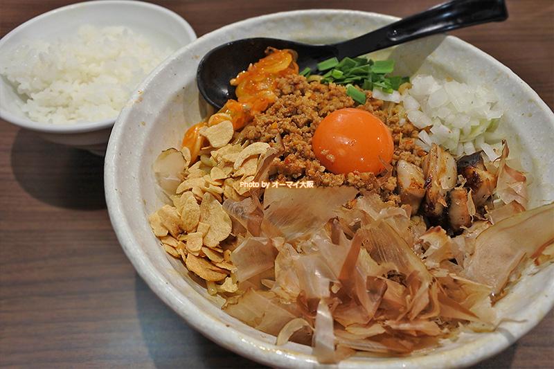 2回目の「麺屋わっしょい」のランチは男の台湾まぜ麺に決定。台湾まぜ麺を食べたあとに投入するライスも欠かせません。