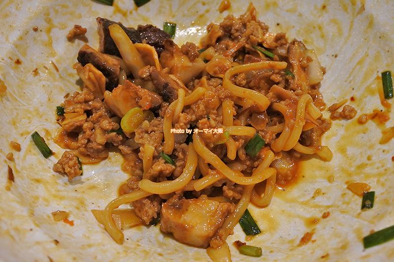 男の台湾まぜ麺のシメにライスは欠かせません。