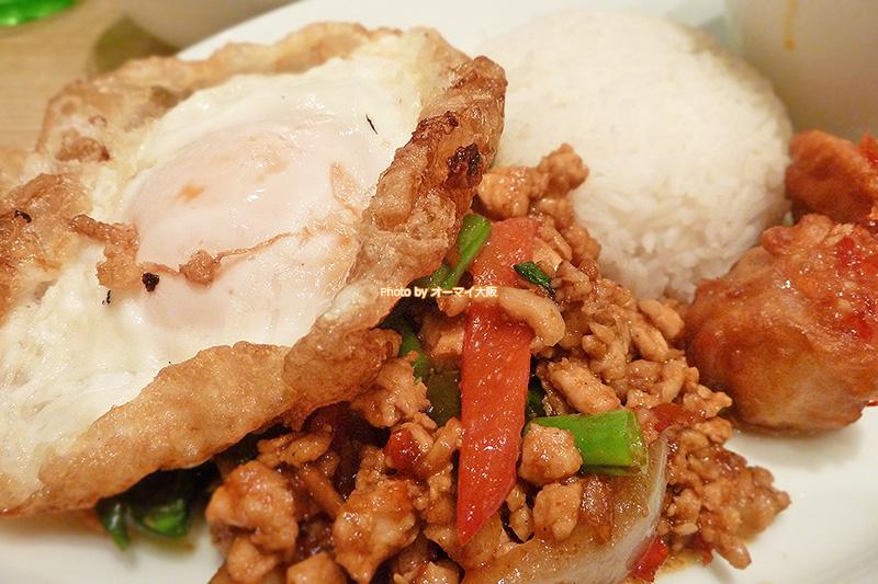 辛い料理が苦手な私も問題なく食べられる「マンゴーツリーカフェ大阪」のガイガパオです。