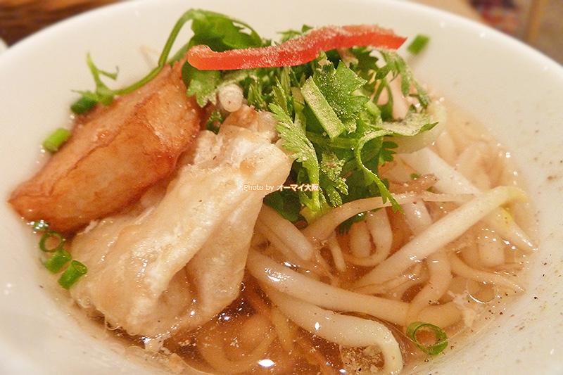 米粉を使った「マンゴーツリーカフェ大阪」のチキンスープヌードルです。