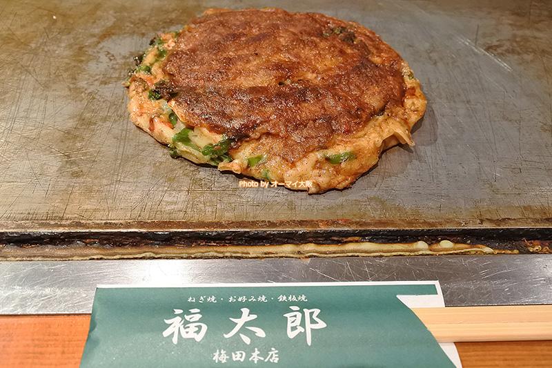 お好み焼き「福太郎 梅田本店」で味わう豚ネギ焼きです。