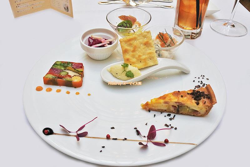 前菜の盛り合わせが美しいレストラン「リバーヘッド」のランチです。