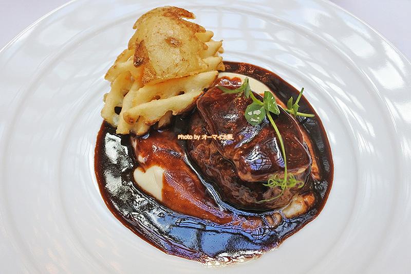 フォアグラのハンバーグはレストラン「リバーヘッド」が誇る人気メニューです。