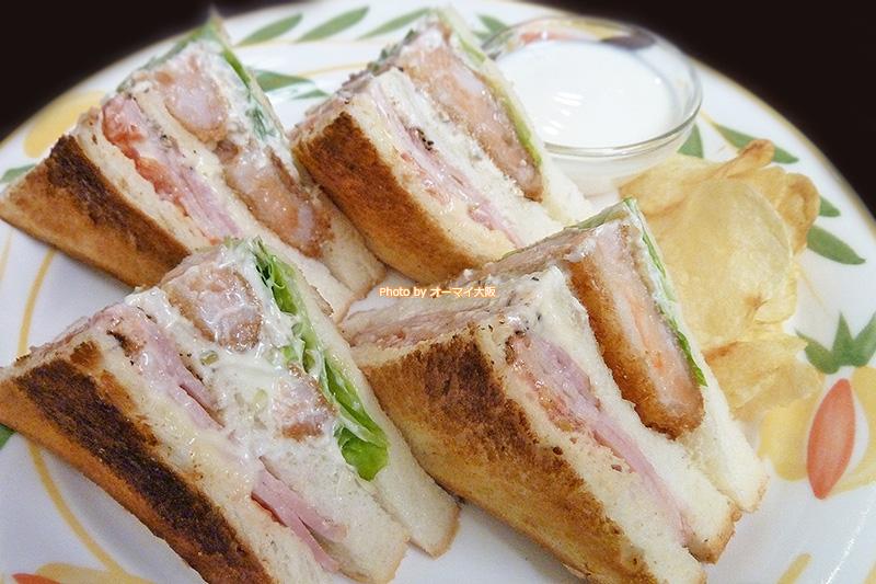 人気店「蝸牛庵(かぎゅうあん)」の海老ベーコンのサンドイッチです。