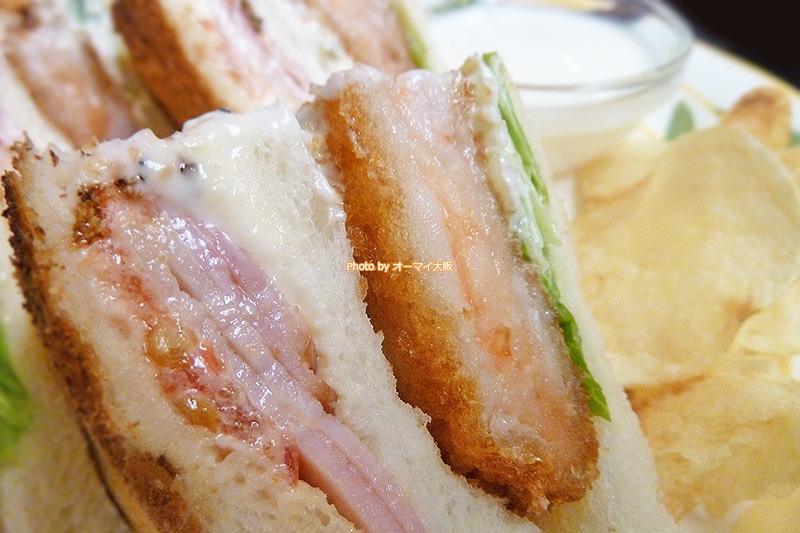 喫茶店「蝸牛庵(かぎゅうあん)」のサンドイッチセットはヨーグルトとポテトチップスが付いています。