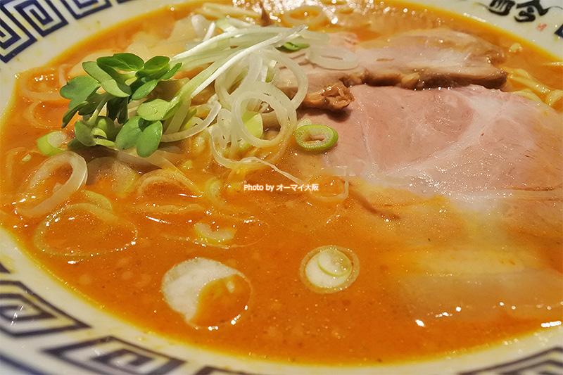 はじめて食べた「而今」の味噌ラーメンはスープが絶品です。